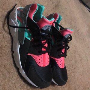 Nike Huarache Women's 9.5